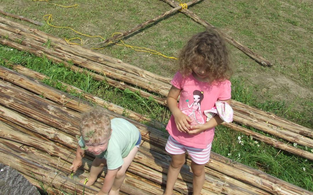 Dzięki nauczaniu domowemu, dzieci mają czas na poznawanie świata poprzez doświadczanie